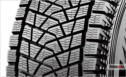 крупный план зимней внедорожней покрышки Бриджстоун